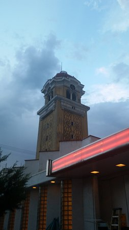 Lakeside Amusement Park : The tower at Lakeside beckons and welcomes its guests to the reasonbly priced park.