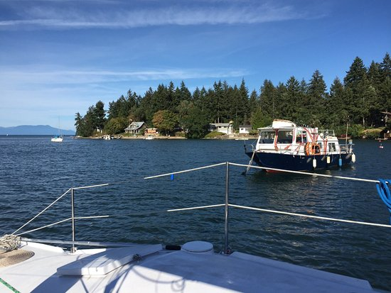 Nanaimo, Canadá: Heading in between Newcastle and Protection islands, this is high tide