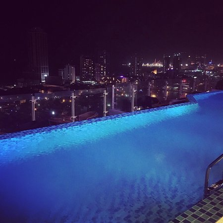 Great location and rooftop pool
