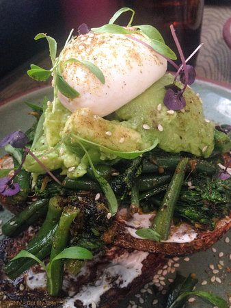 Enmore, Australie : Green Eyed Monster $20 (Sautéed green beans, broccolini & kale with spicy chermoula, avocado, li