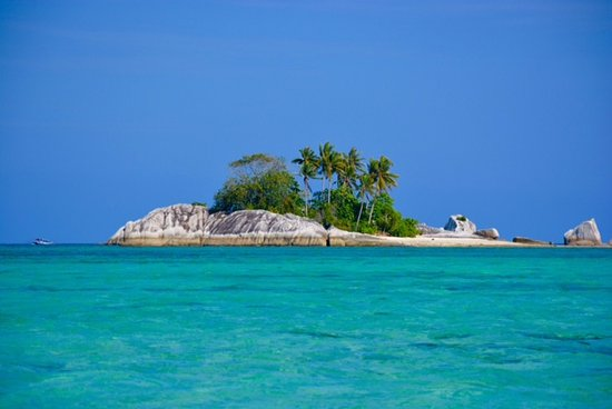 Tanjung Tinggi Beach: island hopping tour in Belitung, Indonesia