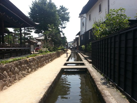Hida, اليابان: 瀬戸川と白壁の落ち着いた景観は採光にノスタルジック!
