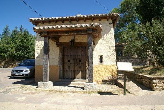 Montejo de la Sierra, Испания: Ermita que puede verse al lado del Centro de atención a los visitantes