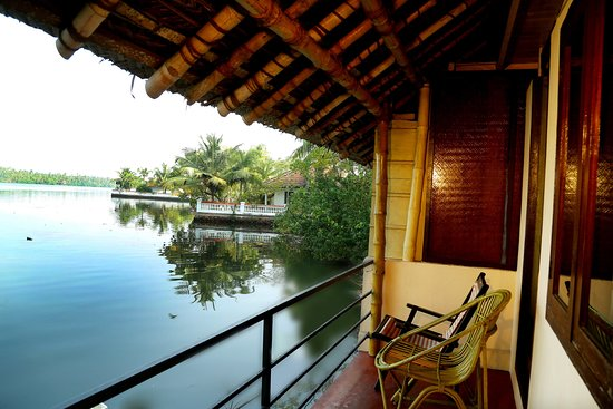 Kadalkkara Lake Resort : Lake view