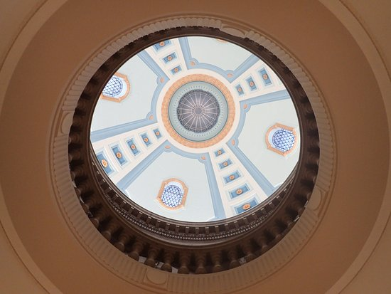 Manitoba Legislative Building: Looking up to the dome