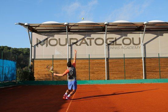 Biot, Frankrike: Student-athlete training at the Mouratoglou tennis Academy