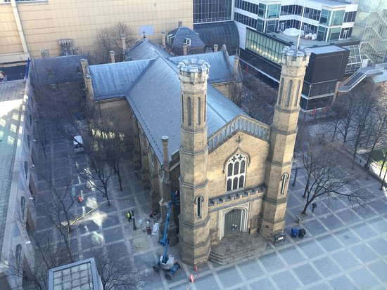Toronto Marriott Downtown Eaton Centre Hotel: Church, viewed from lift lobby window
