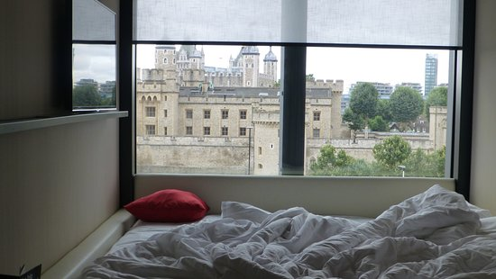 CitizenM Tower Of London Hotel: Morning Time, Messy Bed, Great View!