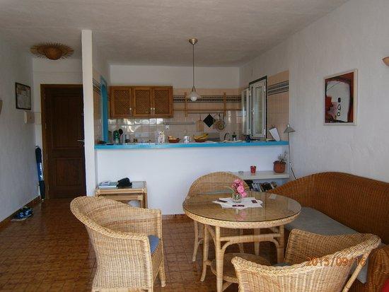 Eingangsbereich Mit Kuche Und Ein Teil Des Wohnzimmers Picture Of
