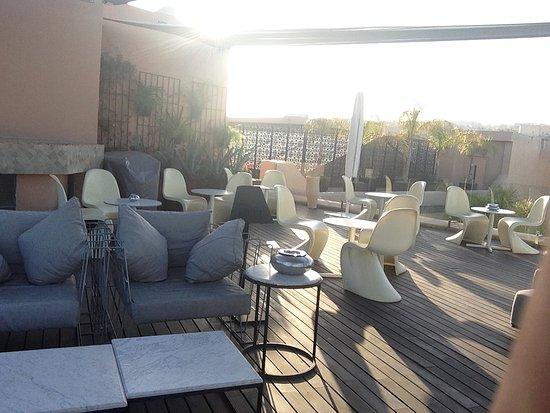Spa Riad Fes by Cinq Mondes : Terrase du bar avec vue sur la médina