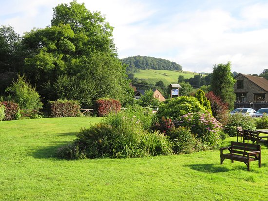 The view from our room at The Royal George Hotel - Tintern (29/Jul/16).