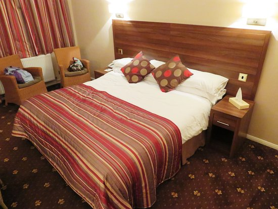 Nice cozy chalet room at Royal George Hotel - Tintern (29/Jul/16).