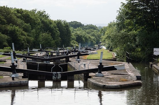 Hatton, UK: A view Down the flight of Locks