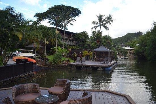 Paradise Bay Resort Hawaii: View back at resort from water's edge