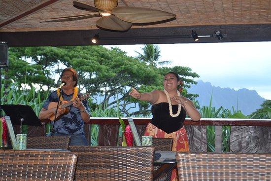 Paradise Bay Resort Hawaii: Evening entertainment at dinner