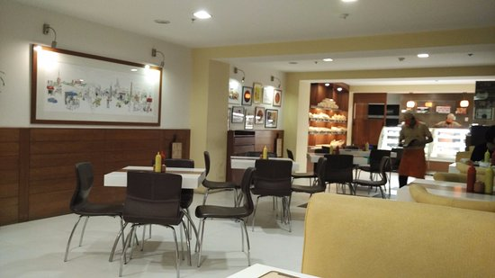 It's9 Bakery Cafe: seating