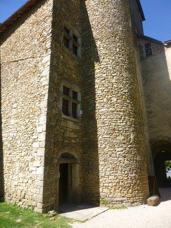 Amberieu-en-Bugey, ฝรั่งเศส: L'accès aux intérieurs avec l'escalier