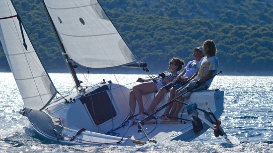Jezera, Chorwacja: Make the best from sea rides - stop by at our place