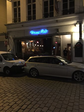 Turnhout, Belgia: Neighbourhood bar very close to the market square