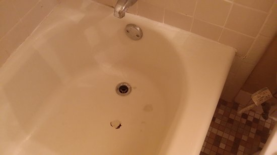 Page Boy Motel: Vasca sporca e rotta