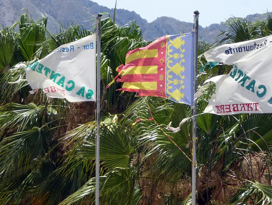 Tarbena, Ισπανία: Och flaggorna är trasiga