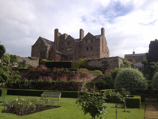 Bodysgallen Hall & Spa: The hotel from the gardens