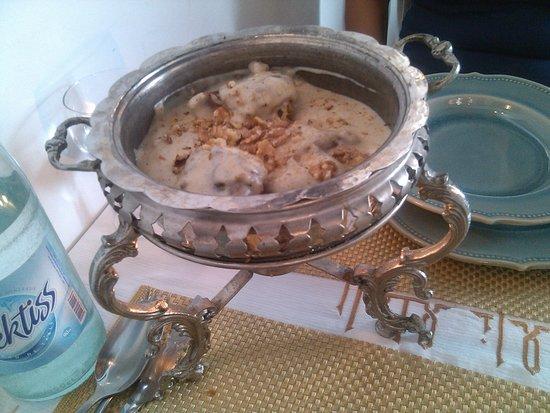 El Ali : tajine maalma à base d'agneau sauce blanche et noix, un délice