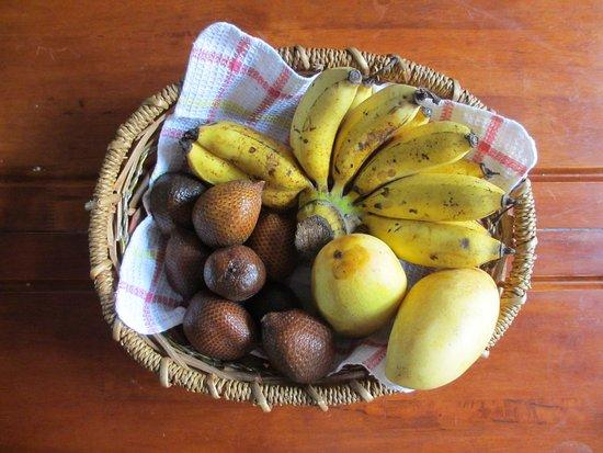Sandakan Backpackers Hostel: Local Fruits For Breakfast