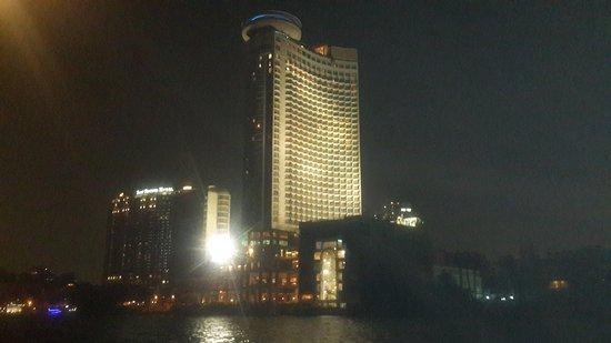 Grand Nile Tower: الفندق يطل علي النيل بشكل جمالي كقلعه عظيمة
