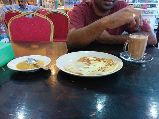 Scuba Junkie Restaurant: Roti Canai Telur, Tea with Condensed Milk