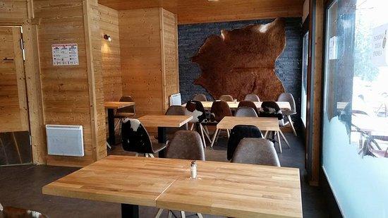 Mieussy, Prancis: salle du restaurant
