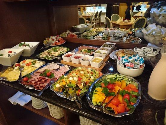 Hotel Gutenbergs: อาหารเช้าคือดีงาม พนักงานน่ารัก