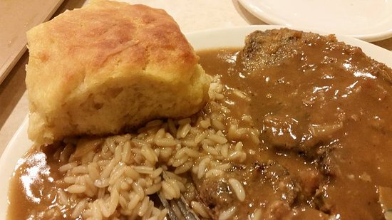 Goldsboro, Carolina del Nord: Biscuit, beef liver and rice.