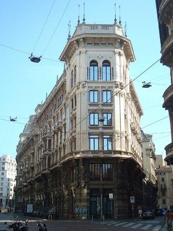 Angolo tra corso italia e via maddalena foto di palazzo for Corso arredatore d interni milano