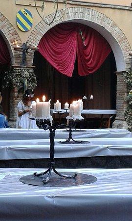 Mondavio, Italie : Atmosfera medioevale