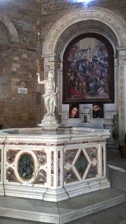 Baptistery : Vista interno battistero