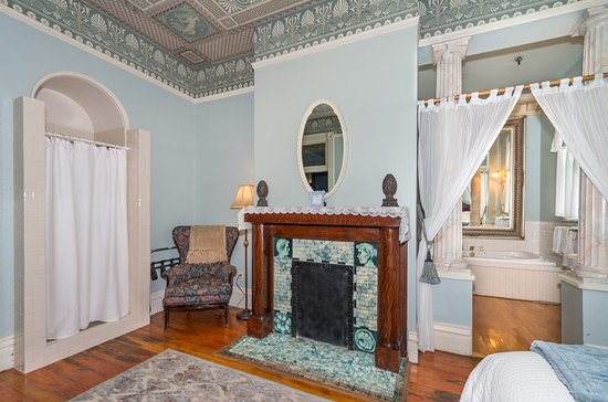 Lumber Baron Inn & Gardens: Anniversary Suite