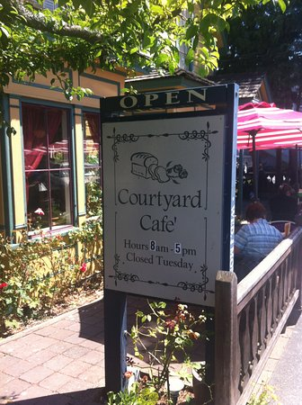 The Courtyard Cafe : Welcoming sign