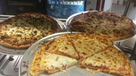 Edwardsville, IL: Selection of pizza