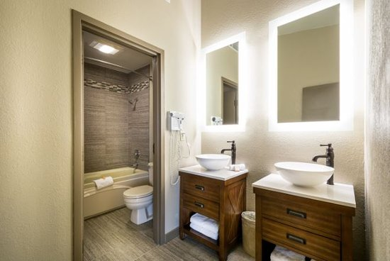 Lake Ozark, MO: Guest Bathroom