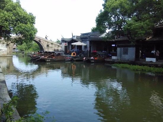 Jiashan County, China: 古鎮裡的橋是今日還無法跟上的建築技術