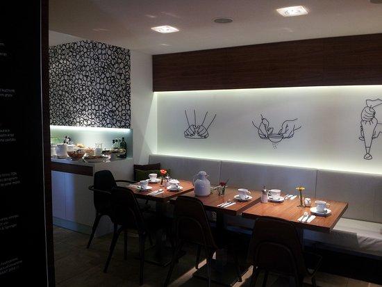 Hotel Villa Regent: restaurant DOMA - prostřeno ke snídani