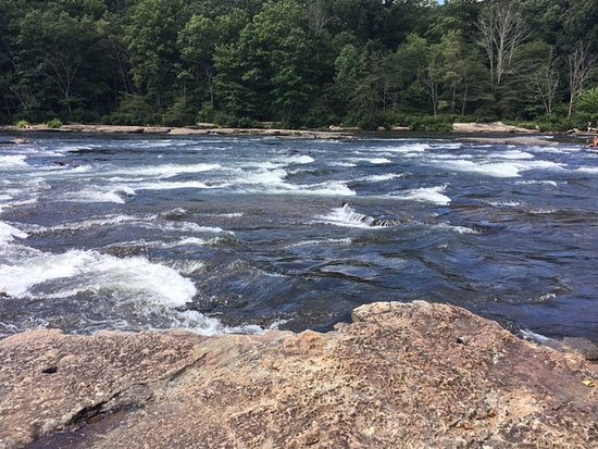 Ohiopyle, Pensylwania: The river. Dip your feet in.