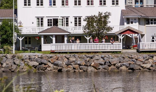 Sør-Trøndelag, Noruega: Fosen Fjordhotel - enjoy a good stay by the riverside in Åfjord, Norway