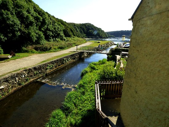 Felingog Bed and Breakfast: View towards the harbour from the top of the entrance stairway.
