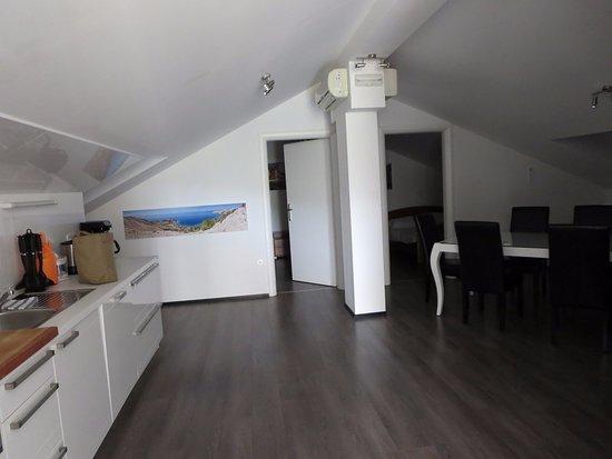 Soggiorno e angolo cottura - Picture of Apartmani Monika ...