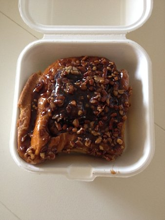 Lighthouse Bagels and Deli : Pecan Cinnamon Roll