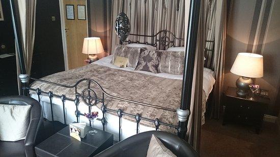 Δυτικό Witton, UK: Bed in the Chocolate Room
