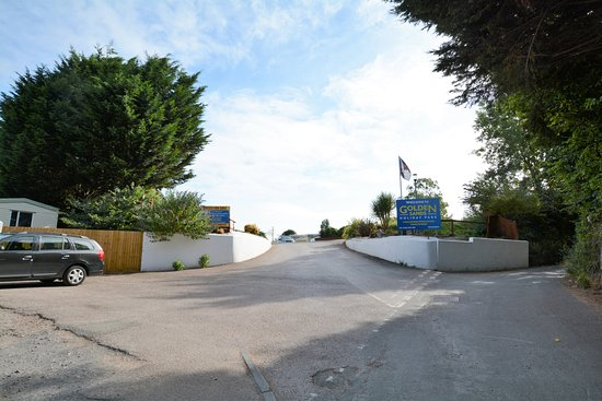 Golden Sands Holiday Park - Park Holidays UK: Unrestricted entrance to the park up a narrow lane behind an industrial estate.
