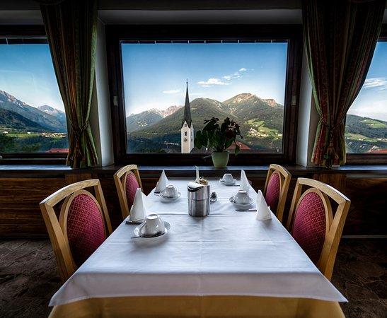Patsch, Austria: Ausblick Serlesstube